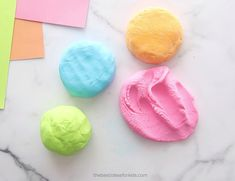 Make this super soft, no cook, cloud dough recipe! Only 2 main ingredients are needed - cornstarch and lotion. This homemade dough is really easy to make! Diy Crafts For Girls, Winter Crafts For Kids, Fun Diy Crafts, Craft Projects For Kids, Baby Crafts, Toddler Art, Toddler Crafts, Toddler Games, Indoor Activities For Kids