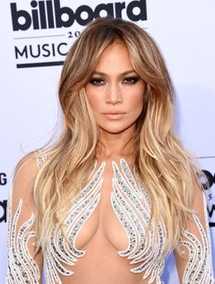 Jennifer Lopez at the Billboard Music Awards 2015 . love her hair Best Long Haircuts, Haircuts For Long Hair, Long Hair Cuts, Hairstyles For School, Long Hair Styles, Pixie Haircuts, Short Cuts, Casual Hairstyles, Celebrity Hairstyles