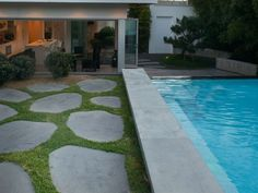 Eco Outdoor bluestone steppers in contemporary architecture and pool design, Deane Poile Design, install by Nature's Visions Landscapes.