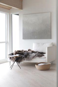 Weiße Eleganz - aufgepeppt mit einem Bild in sanftem Grau.