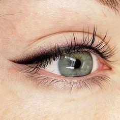 Eyeliner Tattoo, Makeup Tattoos, Eyebrow Tattoo, Brown Eyeliner, Eyeliner Looks, Permanent Makeup Eyebrows, Eyebrow Makeup, Mircoblading Eyebrows, Eyeliner Styles
