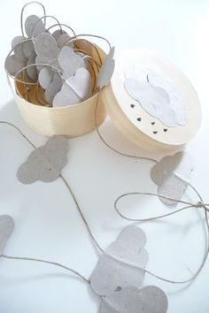 DIY cloud garland - do raindrops, make a mobile, top part clouds Festa Party, Diy Party, Diy Projects To Try, Craft Projects, Diy For Kids, Crafts For Kids, Diy And Crafts, Paper Crafts, Wooden Crafts