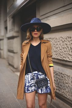 Fashion blog with trench