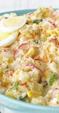 Enjoy a devilishly good Country-Style Smashed Potato Salad. You can thank the hard-cooked eggs & MIRACLE WHIP for this smashed potato salad's great flavor. Potato Dishes, Potato Recipes, Veggie Dishes, Smashed Potato Salad Recipe, Kraft Recipes, Pasta, Side Dish Recipes, Side Dishes, Soup And Salad