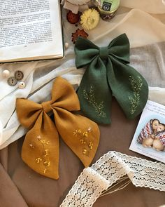 Hand Embroidery Designs, Diy Embroidery, Embroidery Patterns, Sewing Patterns, Diy Hair Bows, Diy Bow, Diy Ribbon, Mode Turban, Custom Bows