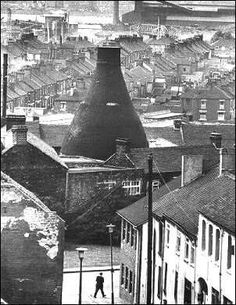 Photo owned by Cyril Tilstone - ‎Potteries of Stoke On Trent - Facebook Industrial Photography, Art Photography, Vintage Concert Posters, Pottery Workshop, Old Pottery, England, Stoke On Trent, Landscape Illustration, Urban Landscape