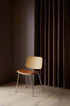 An extremely contemporary design, the Søborg chair bridges the contrast between industrial and handcrafted solutions, along with the textural properties of solid wood, plywood and steel. All compounded with a lightweight and solidly grounded aesthetic. Danish Furniture, New Furniture, Furniture Design, Wood Surface, Cabinet Makers, Danish Design, Industrial Furniture, Solid Oak, Plywood