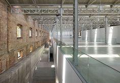 Rafael de La Hoz, arquitecto y planificador urbano español fundador de su propio. Refurbishment, Lofts, Old And New, Industrial Design, Ideas, Spanish Architecture, Large Sheds, Cultural Center, Recycling