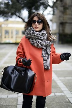 Steet Style: Coat byPaul & Joe, Jeans by J Brand, Bag by Givenchy, Boots by Lovely Pepa, Sunglasses by Marc by Marc Jacobs & Scarf by Zara Mode Outfits, Fashion Outfits, Womens Fashion, Fashion Trends, Houndstooth Scarf, Tartan Scarf, Mode Hijab, Looks Style, Winter Looks