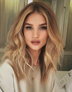 ❤The world's most stunning dream board!❤ Welcome to our community. ❤800 Beauty, Hair, Makeup Inspiration... long wavy hair messy braid updo makeup, long hair, blonde highlights, chic, inspiration, style, braids, wavy hair, full lips, contour blush. mascara, eye shadow, brunette hair, red hair, green eyes, blue eyes, brown eyes, bedhead, hair long hair beauty beautiful cat eye elegant updo natural makeup shiny hair bangs waves smoky eye wavy beach  #makeup #lipgloss #makeupbrands #makeuppalettes Honey Blonde Hair Color, Brown Blonde Hair, Brunette Hair, Warm Blonde, Messy Blonde Hair, Beige Hair, Blonde Curls, Blonde Color, Blonde Hair And Green Eyes