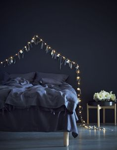 Decorate bedrooms for the holidays, SNÖYRA fairy lights - Schlafzimmer für die Festtage dekorieren, SNÖYRA Lichterkette IKEA Germany String Lights In The Bedroom, Room Lights, Living Room Lighting, Bedroom Lighting, Christmas Lights Inside, Light Chain, Above Bed, Light Garland, Elle Decor