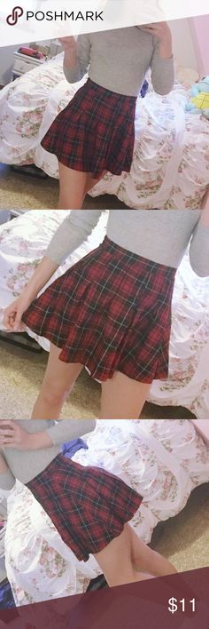 Red Plaid Skirt worn a handful of times last winter   size 4 or a small, fits like a glove on my 25 inch waist H&M Skirts Mini