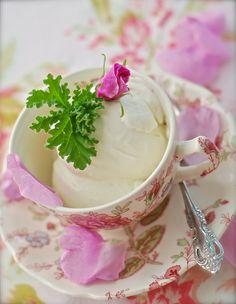 Edible Bouquets, Edible Flowers, Frozen Desserts, Frozen Treats, Scented Geranium, Ice Cream Pies, Flower Food, Homemade Ice, Geraniums