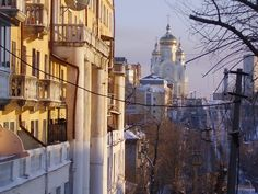 A view along Turgenev Street toward the Spaso-Preobrazhenskiy Cathedral in Khabarovsk.