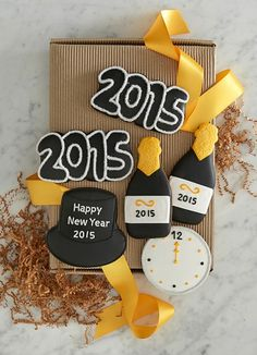 Happy 2015 -  New Year's Eve Cookies http://rstyle.me/n/ufu6hnyg6