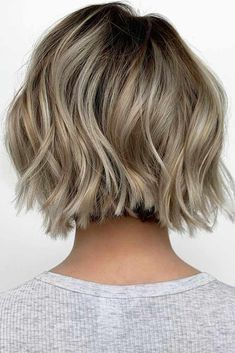 """It can not be repeated enough, bob is one of the most versatile looks ever. We wear with style the French """"bob"""", a classic that gives your appearance a little je-ne-sais-quoi. Here is """"bob"""" Despite its unpretentious… Continue Reading → Short Wavy Bob, Wavy Bobs, Short Hair Cuts, Short Hair Styles, Layered Bobs, Short Choppy Bobs, Short Bob With Layers, Short Textured Bob, Short Bob Cuts"""