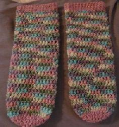 Easy Crochet Slippers, Crochet Slipper Boots, Crochet Socks Pattern, Slipper Socks, Knit Or Crochet, Crochet Shawl, Knitting Patterns, Crochet Patterns, Irish Crochet