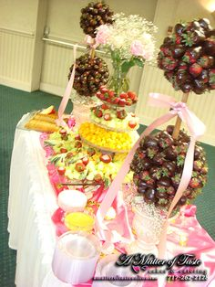 A Fancy Fruit and Cheese table is wonderfully ballanced by a pair of Strawberry Trees. Edible Centerpieces, Fruit Decorations, Edible Arrangements, Alternative Wedding Cakes, Candy Trees, Chocolate Dipped Strawberries, Fruit Stands, Strawberry Dip, Fruit Displays