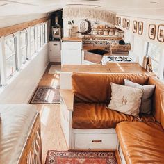 The most cozy bus conversion ever! 🚌💨 This soon to be a family of 4 sure did an amazing job on their conversion. —————— We met them at our Tennessee Tiny House Festival last year. Their bus is massive and even more beautiful in person ❤️ Bus Living, Tiny House Living, Small Living, School Bus Tiny House, Minibus, Dibujos Anime Chibi, Caravan Makeover, Van Conversion Interior, Bus Conversion