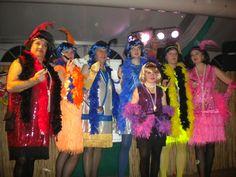 mit diesen Kostümen haben wir den 2. Platz belegt und richtig, einige von den Frauen sind Männer :-))