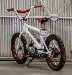 The Redline x Honda BMX Bike by Lossa Engineering - Autos Online Bmx Bikes, Cool Bikes, Lanz Bulldog, Suv Bmw, Motorised Bike, Bike Engine, Honda Cub, Motorized Bicycle, Pit Bike