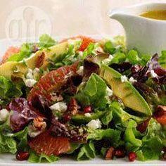 Ensalada de lechuga con queso de cabra, pomelo y semillas de granada @ allrecipes.com.ar