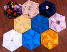 Quilters Cottage Norfolk: Folded and Twisted Hexagon Flowers