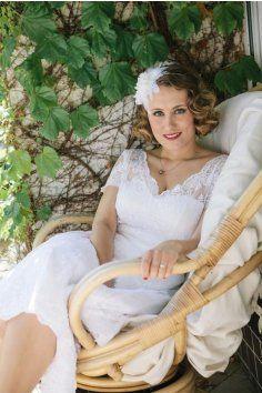 LOREN Svatební šaty Retro šaty Vintage krajka živůtek lodičkový korzet  všité košíčky výstřih V Satén saténový 850710d1a2