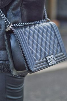 In love with the new Chanel bags Chanel Le Boy, Cloth Bags, Luxury Bags, Purses And Handbags, Fashion Accessories, Ladies Accessories, Shoe Bag, My Style, Makeup