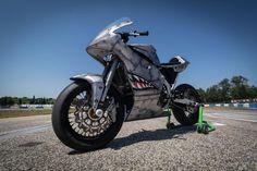 Supersingle Suzuki RM 450 - FMW - RocketGarage - Cafe Racer Magazine Cafe Racer Magazine, Sportbikes, Scrambler, Bobber, Honda, Motorcycle, Vehicles, Crotch Rockets, Biking