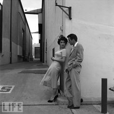Elizabeth Taylor and Montgomery Clift  Life Magazine Vintage Hollywood, Hollywood Glamour, Hollywood Icons, Classic Hollywood, Hollywood Style, 50s Vintage, Vintage Style, Hollywood Celebrities, Vintage Ladies