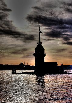 kızkulesi    İstanbul Most Beautiful Cities, Beautiful World, Belle Villa, Nature Images, Istanbul Turkey, Heaven On Earth, Places To Visit, Tower, Explore