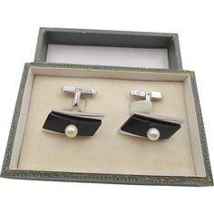 One Size Silver Status Mens Cuff Links Square with Mother of Pearl