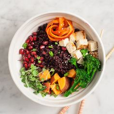 Chili-orange Veggie Bowl Recept recept Hoofdgerechten met forbidden rice, sweet potatoes, scallions, broccolini, carrots, tofu, pomegranate seeds, sprouts, sesame seeds, salt, olive oil, pepper, orange, soy sauce, sesame oil, chili paste, rice vinegar