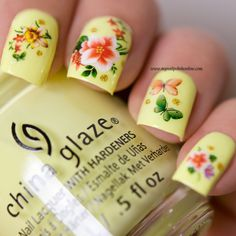 31DC2016 - Day 3 Yellow Nails - http://www.mynailpolishonline.com/2016/09/nail-art-2/31dc2016-day-3-yellow-nails/