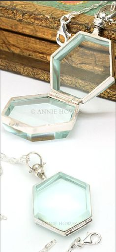 This is such a beautiful locket. The color is so dreamy.