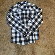 Black and white checked shirt Cute. Has pockets Forever 21 Tops Button Down Shirts