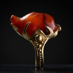 ring in 18 carat gold, with a cornelian hedgehog from Mesopotamia 2nd. Mill. B.C.