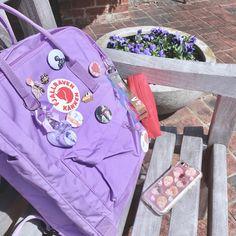 Mochila Kanken, Kanken Backpack, Lavender Aesthetic, Purple Aesthetic, Aesthetic Fashion, Estilo Goth Pastel, Bts Bag, Aesthetic Backpack, Backpack Decoration