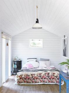 my scandinavian home: A Charming and Relaxed Swedish Summer Cabin By The Sea