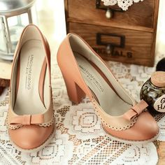 Endearing Thick Heel Tawny Paned Plus Size Shoes with Tiny Bow