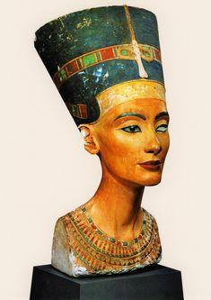 Berlin, New Museum, Queen Nefertiti Nefertiti Bust, Queen Nefertiti, Women In History, Ancient History, Art History, Old Egypt, Egypt Art, Dark Skin Blue Eyes, Green Eyes