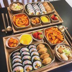We Heart It de kendi görselleri . Think Food, I Love Food, Good Food, Yummy Food, Comida Picnic, Korean Street Food, South Korean Food, Fast Food, Food Goals