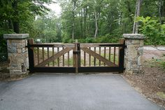 Driveway gate ~ if vertical boards are turned about 45 degrees, would match part of barn (conversion), some of which to be used in house and/or on front porch. Front Gates, Front Yard Fence, Entrance Gates, Deer Fence, Front Porch, Cheap Driveway Gates, Driveway Entrance, Wooden Driveway Gates, Wooden Garden Gate