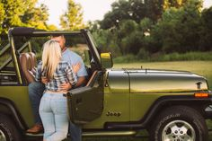Jeep Wrangler engagement photo. Old jeep photo. Couples engagement photography
