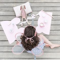 Now this is tea party that I want to attend. Cute bear and bunny placemats in powder pink. Get these from amelieandmax.com
