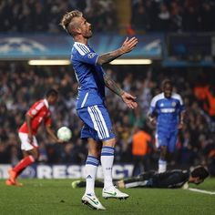 We beat Benfica 2-1 at Stamford Bridge on this day in 2012 to set up a Champions League semi-final against Barcelona! 🙌 #CFC #Chelsea #ChampionsLeague
