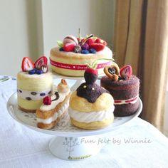 Aguja de fieltro postre frambuesa blanco Chocolate Eclair Felt Play Food, Strawberry Blueberry, Big Cakes, Small Cake, Cake Toppings, Sponge Cake, Needle Felting, Macarons, Chocolate