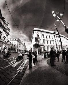 Square. Milan Italy.  #milan #milano #milano_bnw #igersmilano #ig_milano #milanodavedere #milanodaclick #bellamilano #visitmilano #vivo_milano #loves_milano #italy #italia #bnw #bnw_captures #bnw_rose #bnw_planet #bnw_lombardia  #bnw_greatshots #bnw_society #bnw_life #bnw_demand  #amateurs_bnw #rsa_bnw #the_bestbw #photooftheday #square #scala #street #walking by milano_bnw