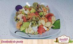 Ensalada de pasta -  Si hace días os traíamos la receta de una ensalada de delicias de mar, hoy decidimos seguir con los platos fríos de cara al verano y en esta ocasión os traemos la receta de una ensalada de pasta. No tiene mucha dificultad, es mínima, ya que cocer la pasta y cortar las verduras que le añadimos po... - http://www.lasrecetascocina.com/ensalada-de-pasta-5/